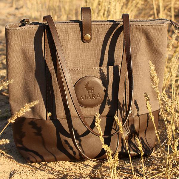 THE TRAVELLING TOTE<br> A totes amazing story.