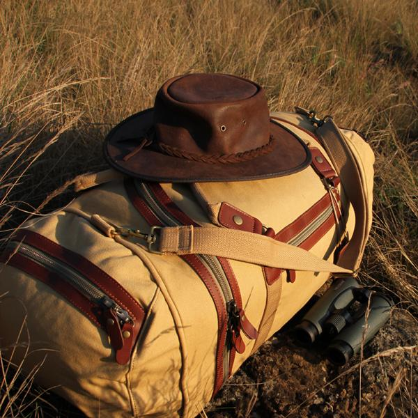 SAFARI ACCESSORIES ADVICE:<br>Essential items to take with you on safari.