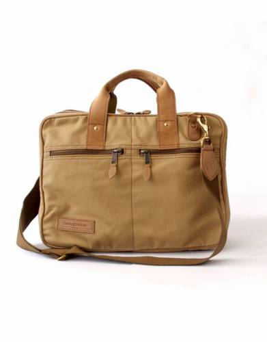 In ever-fashionable tan, this bag adds easy safari style to your business wardrobe.