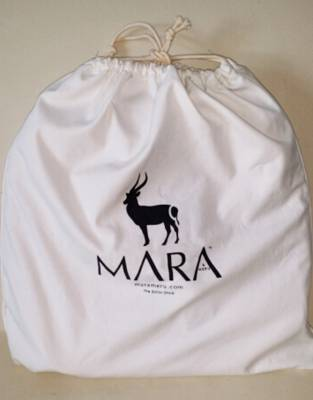 We recommend safari-friendly, neutral colours on safari. In Ivory White, we do not recommend taking your drawstring bag on game drives and walking safaris, but it is perfect for use in packing, around the lodge, and on your travels.