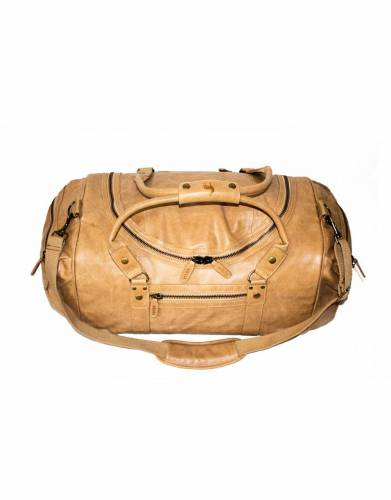 In tan leather, the colour of this bag is a sophisticated style choice for your travels and every day adventures
