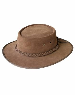 We recommend wearing safari-friendly, neutral colours on safari. In Driftwood, this hat looks great on safari and for daily wear.