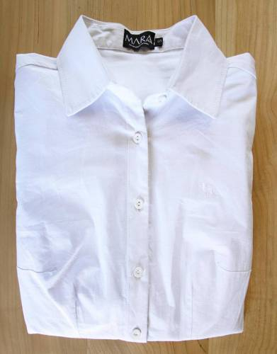 A great white shirt is a staple in any women's wardrobe. Although it is not a safari-friendly colour, it is a perfect packing choice to wear around the lodge, for dinner, or for travel.