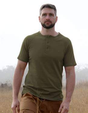 In Desert Olive, this shade of green T-shirt is perfectly suitable for safari activities.