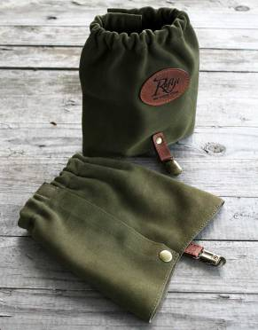 In Safari Green, these suede leather gaiters are a safari-friendly colour for short bush walks or full walking safaris.