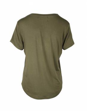 The rear view of the Women's Serengeti Safari V-Neck T-Shirt in Safari Bushwillow