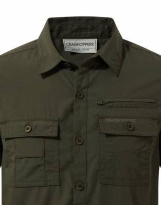 We recommend wearing safari-friendly colours on safari. Providing a NosiDefence barrier and UPF50+ sun protection, this Dark Khaki shirt is safari-friendly for game drives and excursions during your trip to Africa.