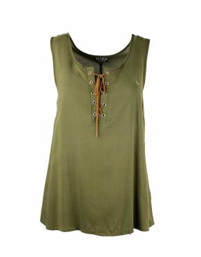 We recommend wearing safari-friendly, neutral colours on safari. In Safari Forest Green, this perennially stylish colour is suitable for safari and daily wear.