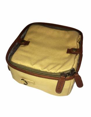 In Safari Tan canvas and leather, add a bit of safari style to your adventures with your four-legged friends
