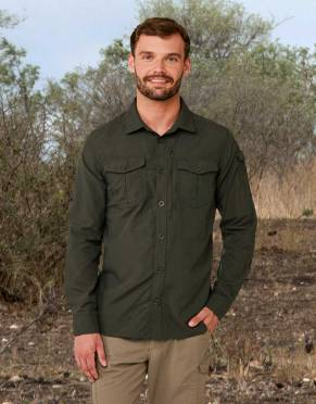 We recommend wearing safari-friendly, neutral colours on safari. Pictured here in Dark Khaki, this perennially stylish colour is suitable for safari and daily wear.