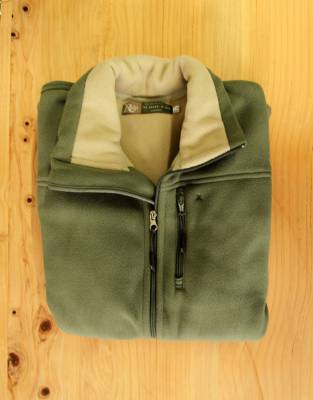 We recommend wearing safari-friendly, neutral colours on safari. The Safari Sage on the exterior of this fleece is juxtaposed against the Sand for elevated aesthetic appeal and is perfect on safari.