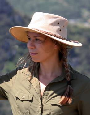 Safari Safari Hats - Women's Explorer Canvas Safari Hat (Adjustable)