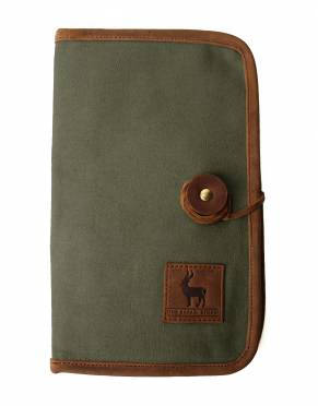 This classic safari wallet has two credit card pockets, two clear ID card pockets, two passport-sized pockets, and two large document pockets running along the length of the wallet.