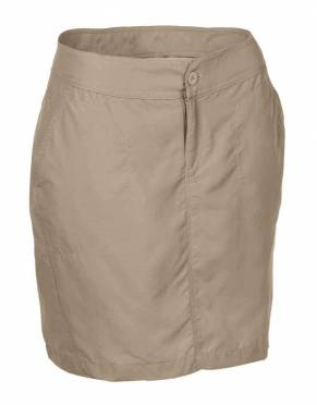 We recommend wearing neutral, natural tones on safari. In Savannah, these safari skorts are the perfect solution for style and practicality on safari