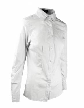 Every woman looks great in a white shirt. Although white is not a safari-friendly colour, it is an easy way to elevate your outfit around the lodge, for dinner, or while you travel.