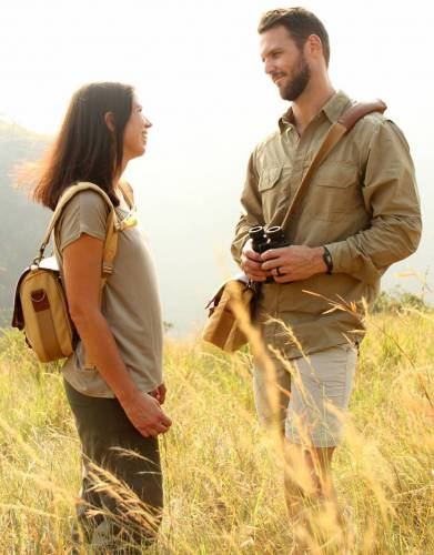 The canvas and leather safari styling and innovative features of the Mara&Meru™ Selous Satchel make this a bag wholly suited to daily use and for outdoor pursuits for him and her.