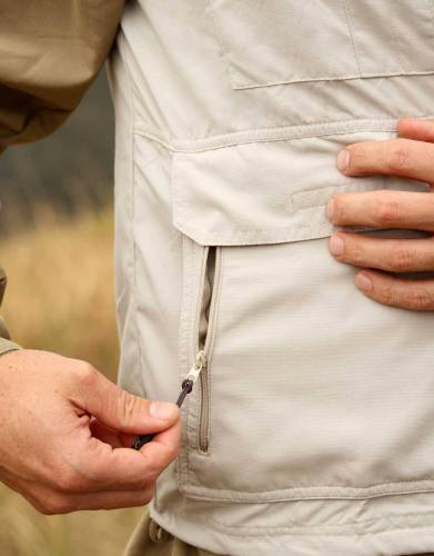 The two waist pockets have Velcro closure, offering instant, easy access to the tools and accessories you take along on walks and game drives.
