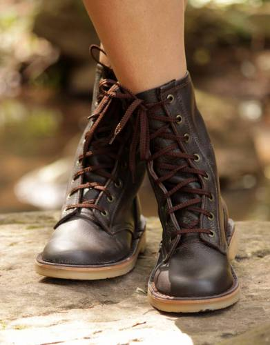 The APU Combat Safari Boots are beautifully crafted from naturally soft and strong genuine cow hide.