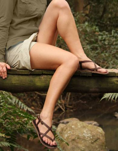 These skorts are ideal for safaris. With the look of a skirt and the functionality of shorts as a bottom layer, they are perfect for walking, climbing off and onto Land Rovers, travel, and outdoor activities.