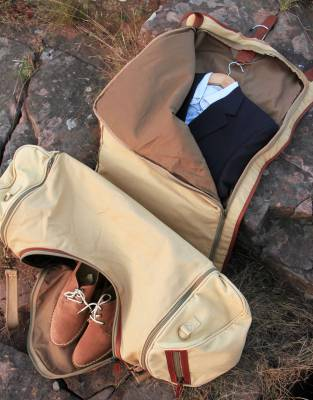 The suit-holder is built in to the front flap of the Voyager Suit Bag and allows for convenient travel with suits and formal wear on business or on holiday, offering valuable additional space for your travels.