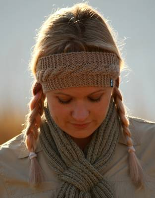Practical and stylish for all of your adventures, this beautifully-knitted headband is the ideal warm-wear addition to your safari and outdoor wardrobe.