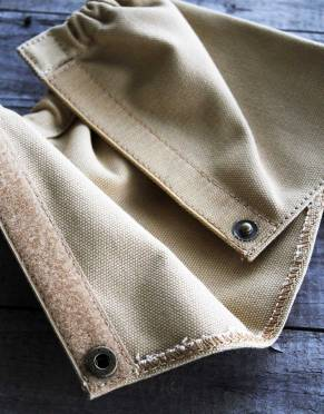Combining an elasticated top with velcro and a brass press stud, these canvas gaiters simply wrap around the lower leg for comfort and protection.