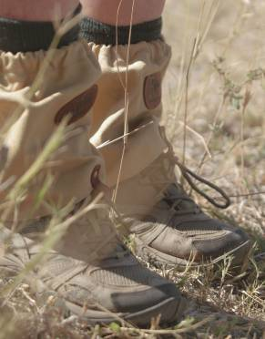Ticks, blackjacks, and debris are no worry in the long grass with these canvas gaiters - suitable for men, women, and children.