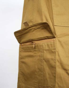 These men's safari shorts feature two zipped cargo pockets to secure your belongings when you are on the go.