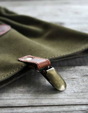 The antique brass clip attaches to your shoes - an extra way to secure your gaiters and a classic touch to this practical safari gear.