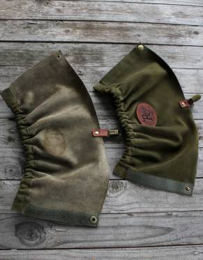 These suede leather gaiters are simple, strong, and practical - protecting your ankles as you explore the bush on safari.