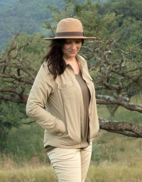 A warm layer is essential for cold conditions on safari. This women's safari jacket is styled on the classic bush jacket with modern travel features that make it packing-friendly and functional.