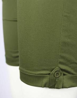 The roll-cuff bottoms to these shorts have button and tab detail for a classic, outdoor look.