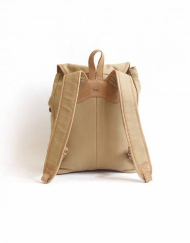 The Sandstorm Batian pack has two padded shoulder straps and a soft handle for comfortable carrying.