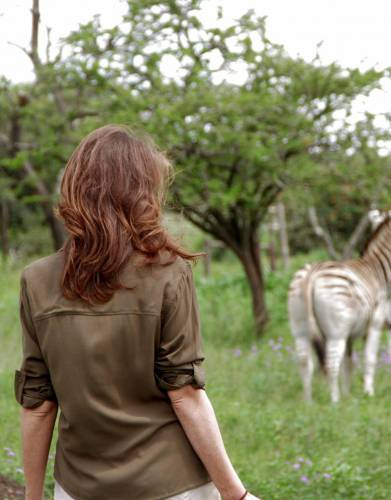 The breathable viscose material of this easy-wearing shirt will keep you comfortable, stylish, and cool on safari and outdoors.