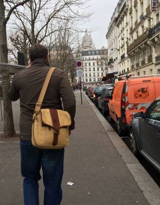 Style-tested during winter in Paris, the safari elements of this bag made it an easy accessory on the streets of one of the top style capitals in the world. In addition, the rainproof properties of the canvas came in handy when the weather turned damp.