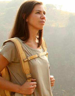 Choose how you wear your Canvas and Leather Safari Pannier Bag. Detachable backpack straps can be kept in the compartment at the back of the bag and clipped on for comfortable wear as a backpack for hands-free use on safari and all outdoor adventures