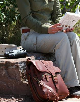 The pannier bag is the luxury birding companion - offering ample space for a bird book, pair of binoculars, and a fleece for nippy early morning outings.