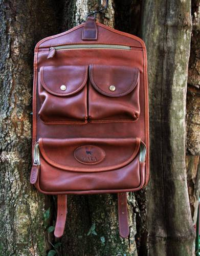 Opened out, the hook at the top enables you to hang the leather Mara&Meru™ Selous Washbag for ease of access to all its contents.