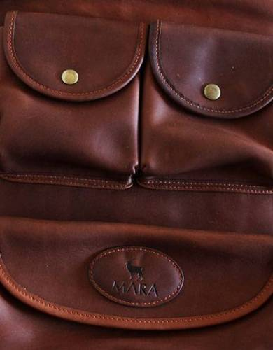 The stylish compartments of the Mara&Meru™ leather Selous Washbag make transporting and storing toiletries simple.