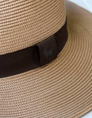 The thick band with waterbuck detail contributes to the overall classic look of the Mara&Meru™ Panama Safari Hat