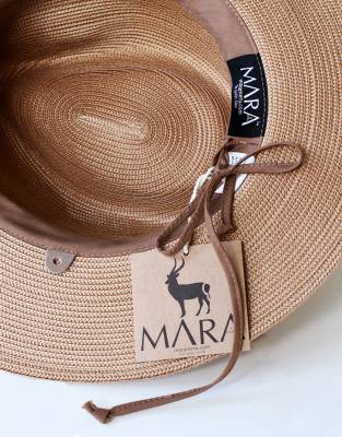 A perfect fit for safari. The adjustable drawstring on the inside of the hat's sweatband ensures a comfortable fit.
