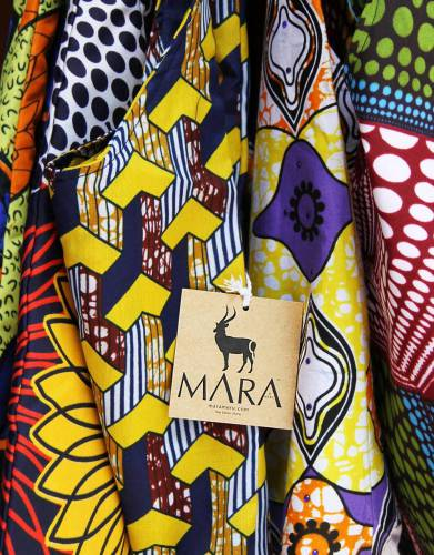 The Mara&Meru Slouch Bag is made from hand-printed fabric from Kenya. The fabric is bought in small batches, making each limited edition pattern a way for you to express your unique love of Africa.