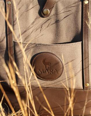 The open pocket on the front of the Mara&Meru™ Safari Tote is a handy feature for easy access to all those on-the-go smaller items.