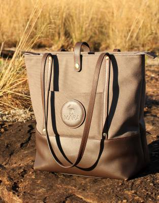 Designed by women for women, the Mara&Meru™ Safari Tote combines day-to-day practicality with chic appeal