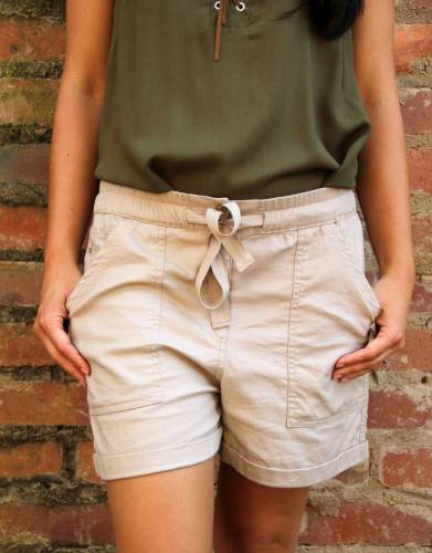 The drawstring and elasticated waistband make for the perfect fit and complement the overall design of the shorts.