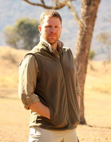 Despite Africa's heat, a fleece is a safari essential. With a full-length zip and storm flap, seal in the warmth for comfort.