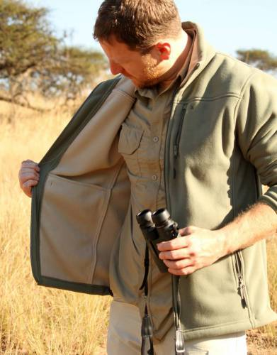 Two interior pockets allow you to keep your phone, map, passport, or other accessories safe and close at hand.