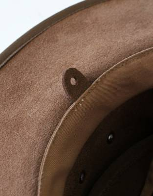 Attach the neck cord to the Rufiji™ Leather Explorer Hat via the discreet tabs on the inside of the hat.