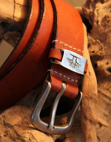 Made in Africa from genuine leather, the Rufiji Leather Safari Belt is strong and durable for your next trip to Africa or for everyday wear.