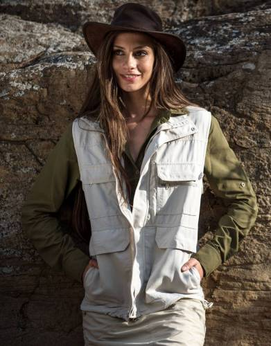 This unisex gilet is extremely practical and complements our selection of safari shirts.